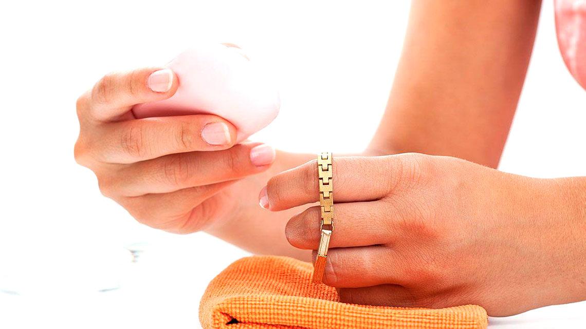 Как ухаживать за золотыми украшениями в домашних условиях?